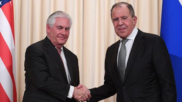 Sergueï Lavrov (à droite) et Rex Tillerson - Sputnik France
