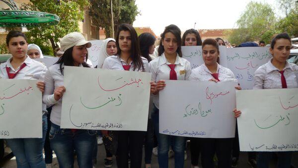 Les étudiants de Damas manifestent contre les frappes US à Shayrat - Sputnik France