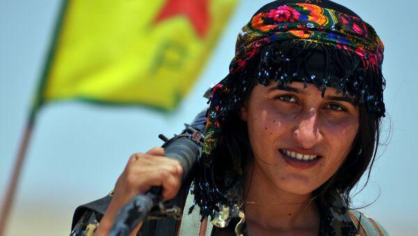 Une Kurde des Unités de défense féminines (YPJ) - Sputnik France