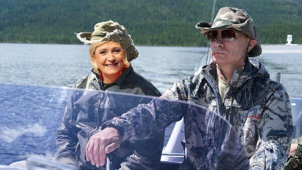 Marine Le Pen et Vladimir Poutine, collage créé par la rédaction Sputnik - Sputnik France