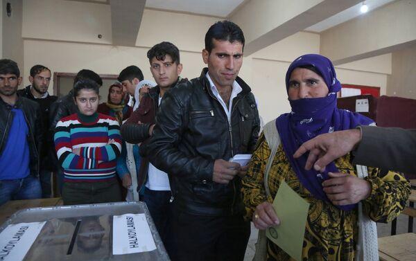 Un bureau de vote à Diyarbakir, sud-est de la Turquie - Sputnik France