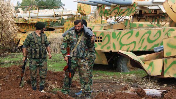 Бойцы сирийской армии на позициях в поселке Шейх-Мискин - Sputnik France