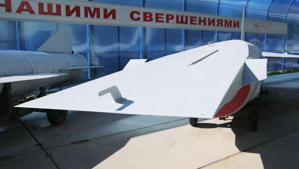 Une conception d'un missile hypersonique affichée à une exposition organisée par le bureau d'études Radouga - Sputnik France