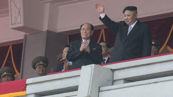 Les dirigeants nord-coréens assistent au défilé militaire - Sputnik France