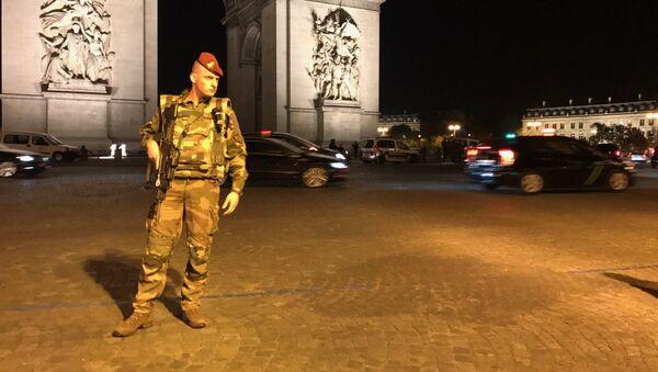 Attentat sur les Champs-Élysées - Sputnik France