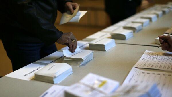 Un bureau de vote à Paris lors du premier tour de la présidentielle française - Sputnik France