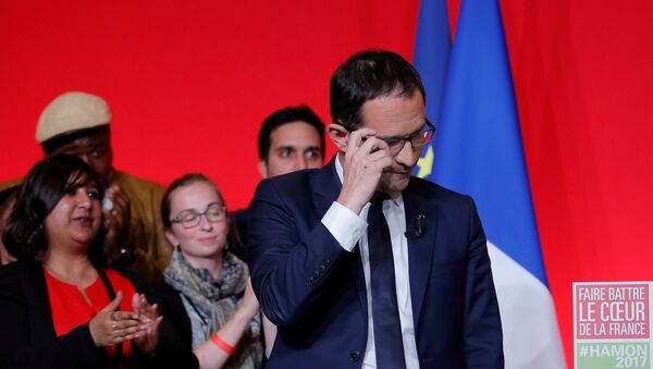 Benoit Hamon, French Socialist party 2017 presidential candidate, reacts as he delivers a speech at La Mutalite meeting hall in Paris after early results in the first round of 2017 French presidential election, France, April 23, 2017. - Sputnik France