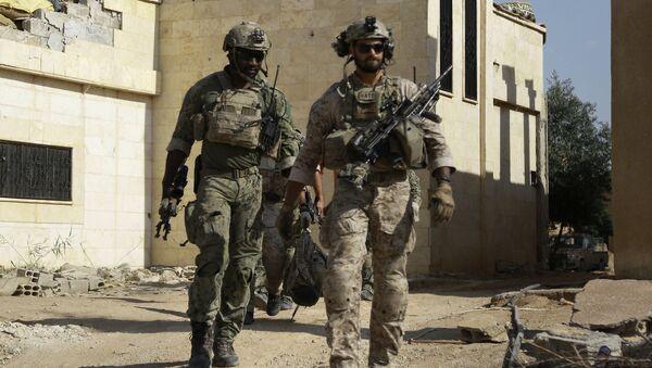 Des soldats US dans le village de Fatisah dans la province de Raqa - Sputnik France