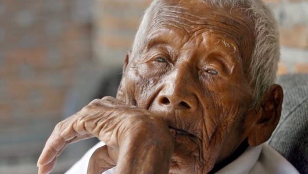 Le probable plus vieil homme sur Terre meurt en Indonésie à l'âge de 146 ans - Sputnik France