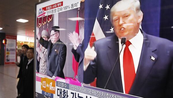 A TV screen shows pictures of U.S. President-elect Donald Trump, right, and North Korean leader Kim Jong Un, at the Seoul Railway Station in Seoul, South Korea, Thursday, Nov. 10, 2016 - Sputnik France