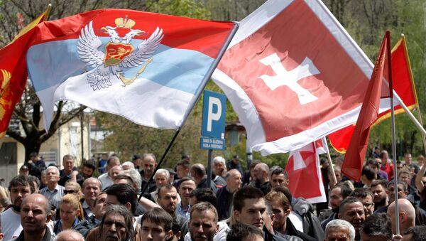 Demonstrators wave flags during anti-NATO protest as Montenegro's parliament discusses NATO membership agreement in Cetinje, Montenegro, April 28, 2017 - Sputnik France