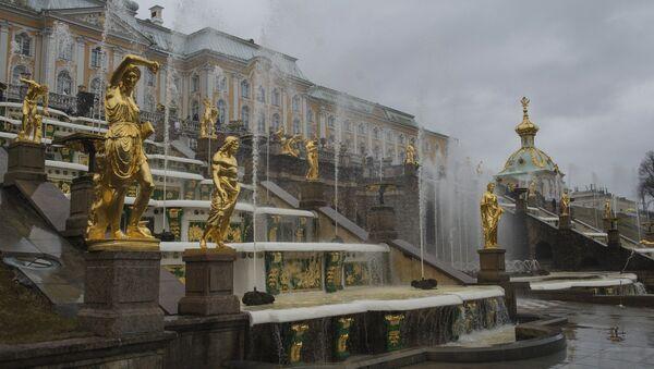 L'ouverture des fontaines au palais de Peterhof - Sputnik France