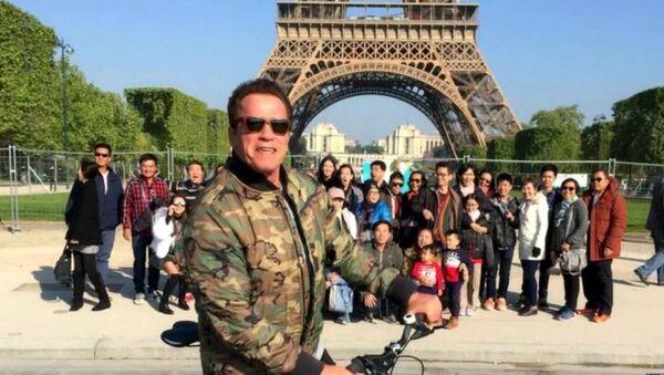 Arnold Schwarzenegger a gâché les photos des touristes thaïlandais à Paris - Sputnik France