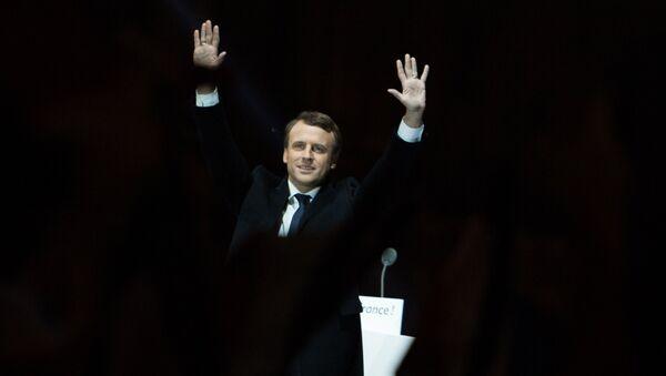 French presidential election winner, En Marche! leader Emmanuel Macron, center left, delivering his victory speech near Louvre, Paris. - Sputnik France