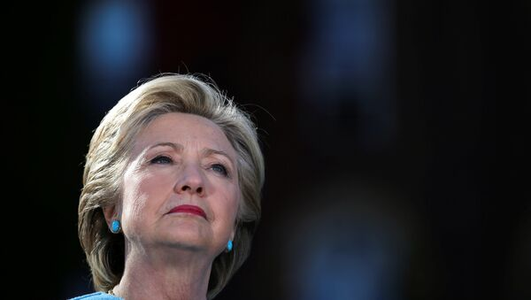 US Democratic presidential nominee Hillary Clinton attends a campaign rally at Alumni Hall Courtyard, Saint Anselm College in Manchester, New Hampshire US, October 24, 2016. - Sputnik France