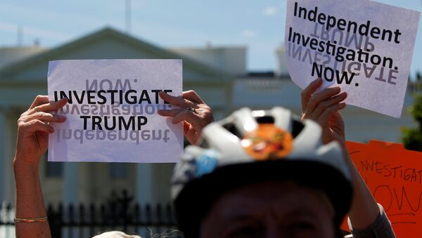 Protesters gather to rally against U.S. President Donald Trump's firing of Federal Bureau of Investigation (FBI) Director James Comey, outside the White House in Washington, U.S. May 10, 2017. - Sputnik France