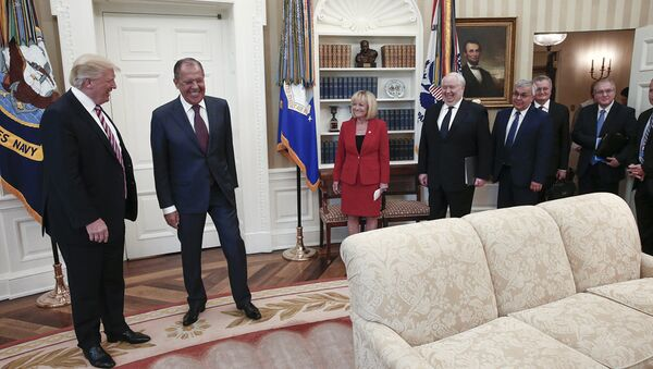US President Donald J. Trump (L) and Russian Foreign Minister Sergei Lavrov (2-L) during a meeting at the White House in Washington, DC - Sputnik France