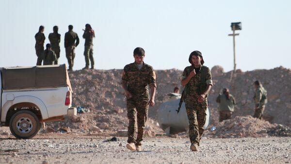 Les combattants des Forces démocratiques syriennes (FDS) au nord de Raqqa - Sputnik France