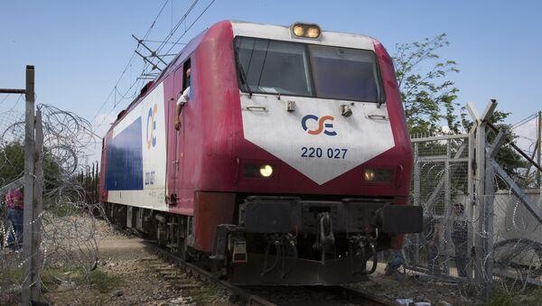 Un train de voyageurs en Grèce - Sputnik France