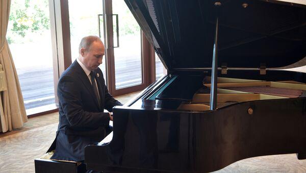 Matsouïev: «Poutine apprend à jouer du piano mais je ne lui donne pas de leçons» - Sputnik France