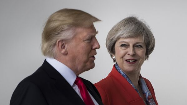 US President Donald Trump and British Prime Minister Theresa May walk at the White House on January 27, 2017 in Washington, DC. - Sputnik France