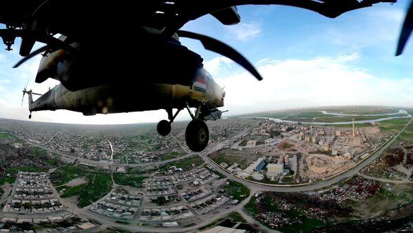 Британский телеканал опубликовал уникальное видео полета Ми-28 - Sputnik France