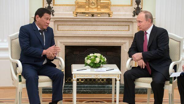 Rodrigo Duterte, lors de sa rencontre avec son homologue russe Vladimir Poutine - Sputnik France