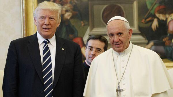 U.S. President Donald Trump and Pope Francis meet at the Vatican - Sputnik France