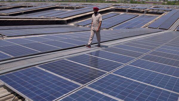 Une centrale solaire photovoltaïque en Inde (Image d'illustration) - Sputnik France