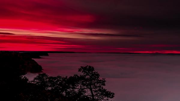 À couper le souffle : quand des vagues de nuages tombent sur le Grand Canyon - Sputnik France