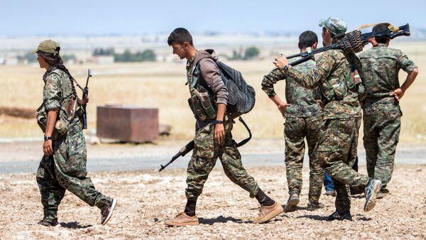 Des combattants des Unités de protection du peuple (YPG) kurdes - Sputnik France