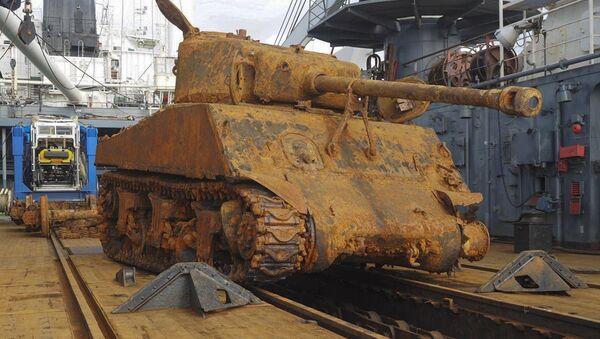 Le char américain M4 Sherman remonté par la flotte du Nord russe - Sputnik France