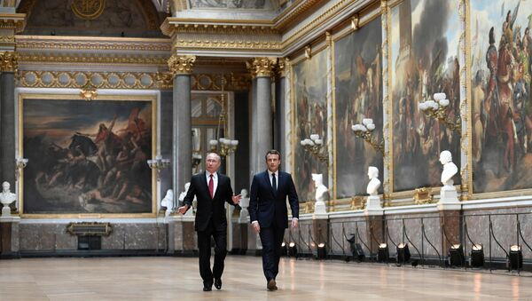 Président russe Vladimir Poutine et son homologue français Emmanuel Macron - Sputnik France