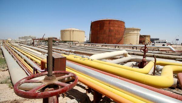 FILE PHOTO: A view shows al-Shuaiba oil refinery in southwest Basra, Iraq April 20, 2017. - Sputnik France