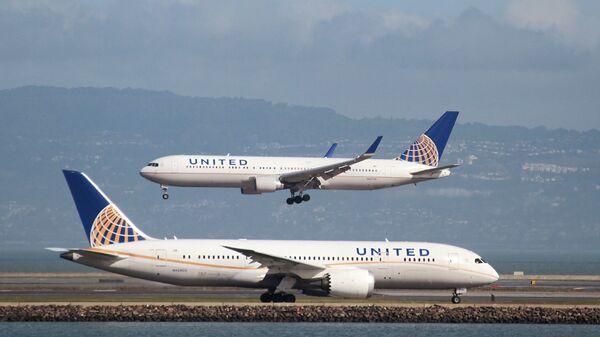 Un Boeing 787 de la compagnie aérienne United Airlines sur le tarmac de l'aéroport de San Francisco - Sputnik France