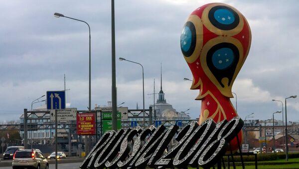 2018 FIFA World Cup emblem installed in St Petersburg - Sputnik France