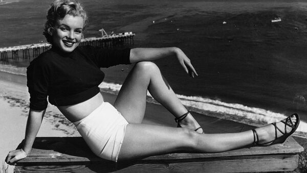 Marilyn Monroe has held a variety of jobs, from making five cents a week in an Orphan home to a stock contract at a studio. She clicked as the sexy girl in Asphalt Jungle, and the roles got better. She has been named to Miss Cheesecake of 1951 by stars and stripes, a service paper. (04/17/1951) - Sputnik France