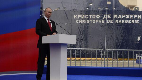 Vladimir Poutine, le Président russe, a participé à Saint-Pétersbourg à la cérémonie inaugurale du baptême du superméthanier brise-glace de la classe Arc 7 qui porte le nom de l'ancien PDG de Total Christophe de Margerie. - Sputnik France