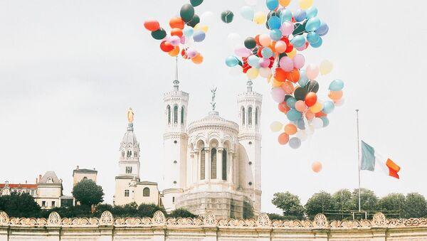 101 ballons à la mémoire des enfants du Donbass lâchés dans le ciel lyonnais - Sputnik France