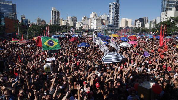 «À bas Temer!», des dizaines de milliers de manifestants défilent à Sao Paolo - Sputnik France