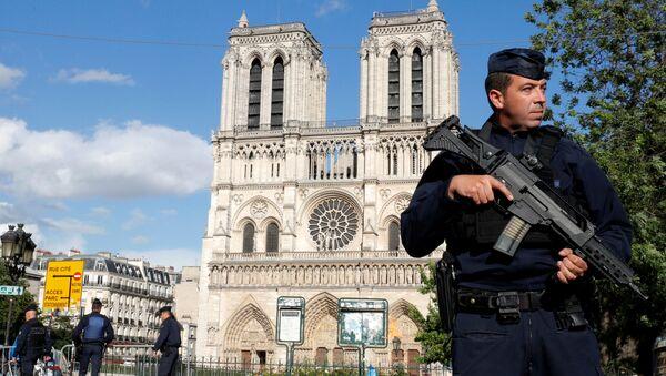 L'assaillant des Champs-Élysées était recherché par la Tunisie - Sputnik France