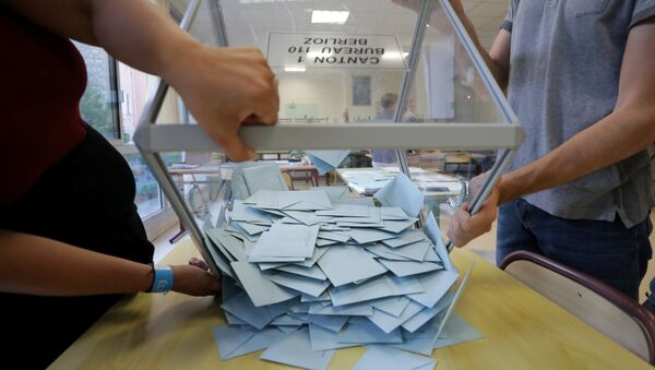 Ballot boxes are emptied as officials start counting the votes from the first round of French parliamentary election in Nice - Sputnik France