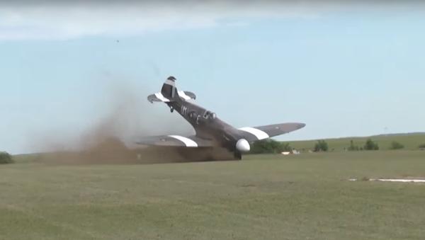 Crash d'un chasseur lors un airshow - Sputnik France