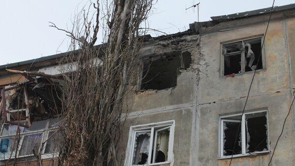 Un immeuble au Donbass après un bombardement ukrainien - Sputnik France