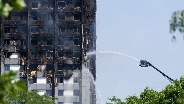 Police londonienne: 58 morts dans l'incendie de la tour Grenfell - Sputnik France