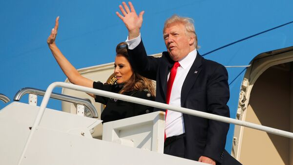 U.S. President Donald Trump and first lady Melania Trump wave outside Air Force One before returning to Washington D.C. at Sigonella Air Force Base in Sigonella, Sicily, Italy, May 27, 2017 - Sputnik France