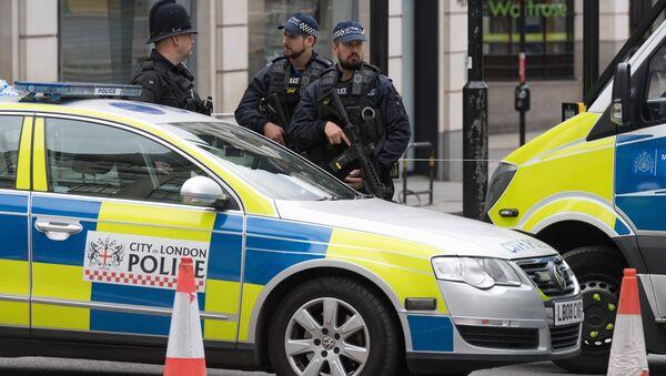 Полицейский кордон на северной стороне Лондонского моста после теракта в ночь на 4 июня. - Sputnik France