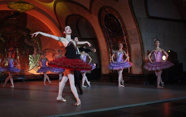 Nuit du ballet russe dans le métro - Sputnik France