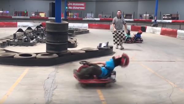 Ce garçon sait comment faire du karting - Sputnik France