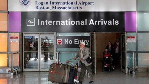 International travelers arrive after U.S. President Donald Trump's executive order travel ban at Logan Airport in Boston, Massachusetts, U.S - Sputnik France